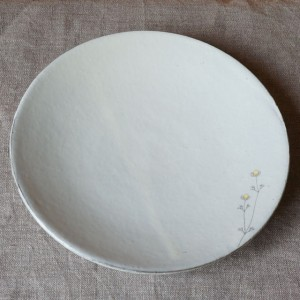 カモミール柄粉引きのお皿(清水なつ子)