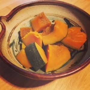 カボチャの煮物とロイ・マーティンさんの鉢