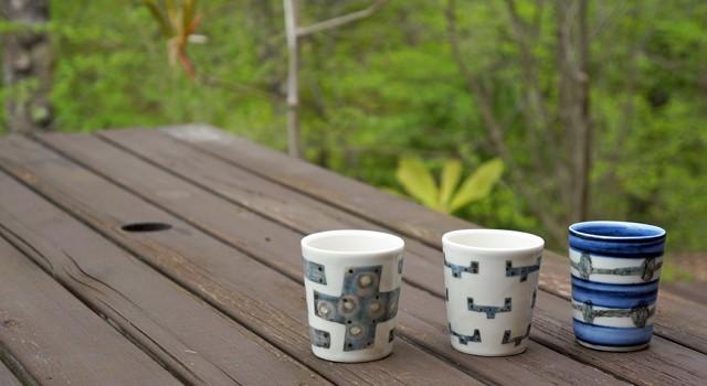 焼酎のお湯割りに鳥居明生さんのフリーカップ