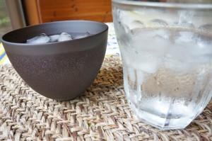 グラスと木のカップの結露