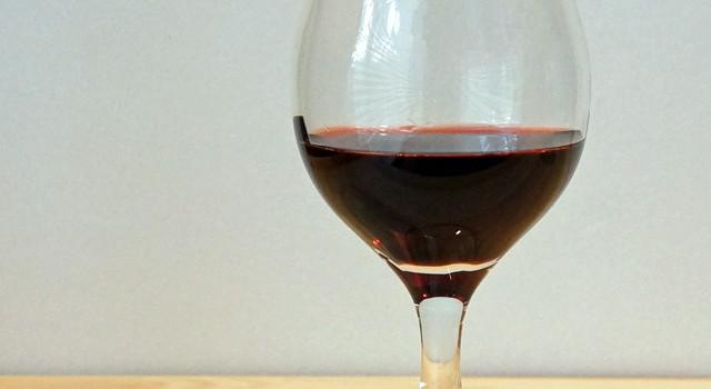 白瑠璃ガラス 五方屈ワイングラス(海馬)