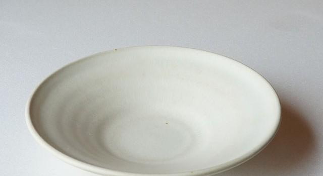 凛として優しい白さのお皿