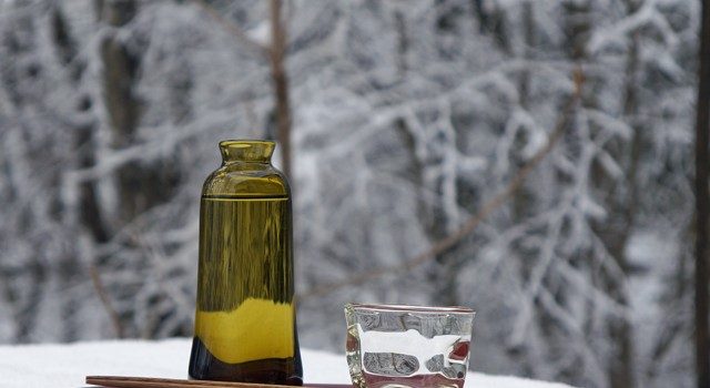 ガラスのお猪口で雪見酒