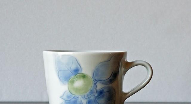 青い柿の実のマグカップ