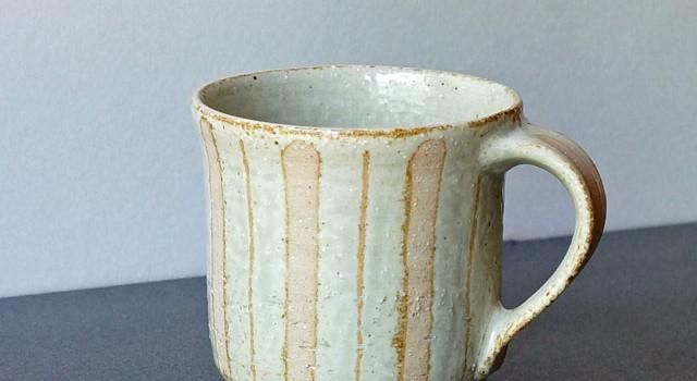 アカシア灰釉のマグカップ