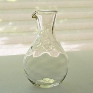 白瑠璃ガラス 七方流れ徳利(海馬ガラス工房)
