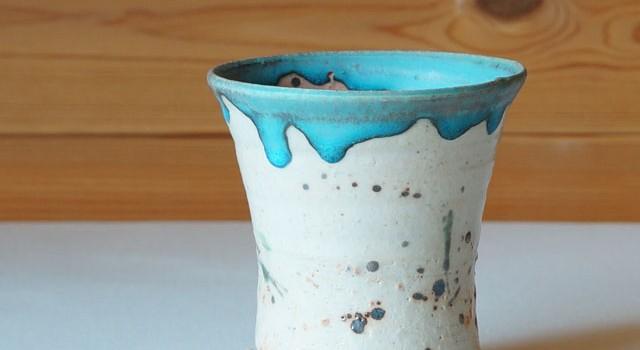 トルコブルーが鮮やかなフリーカップ