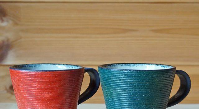クリスマスカラーのマグカップ