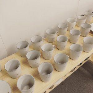 清水なつ子さんのマグカップとフリーカップ